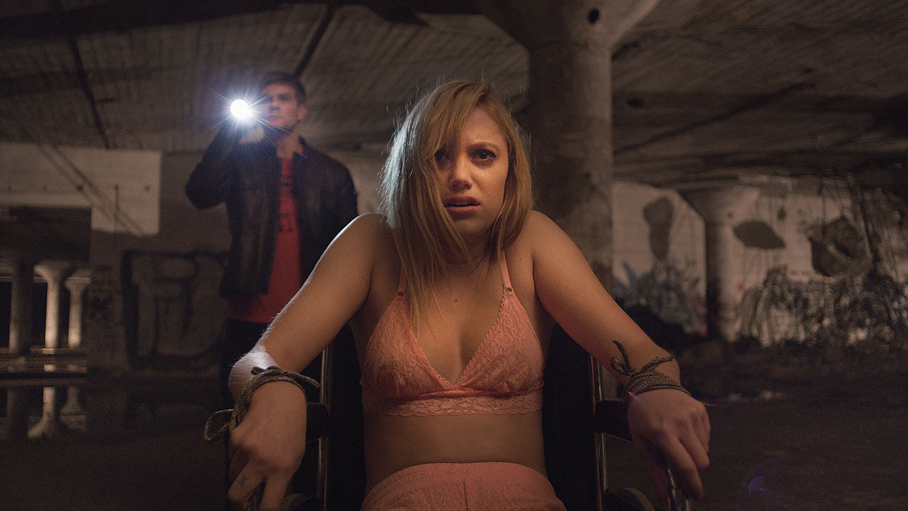 Movie Review: 'IT FOLLOWS' Will Follow You Long After It's Over ...